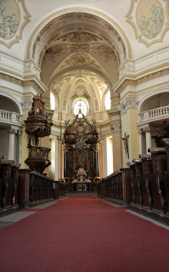 V Bazilice svatého Vavřince a svaté Zdislavy.