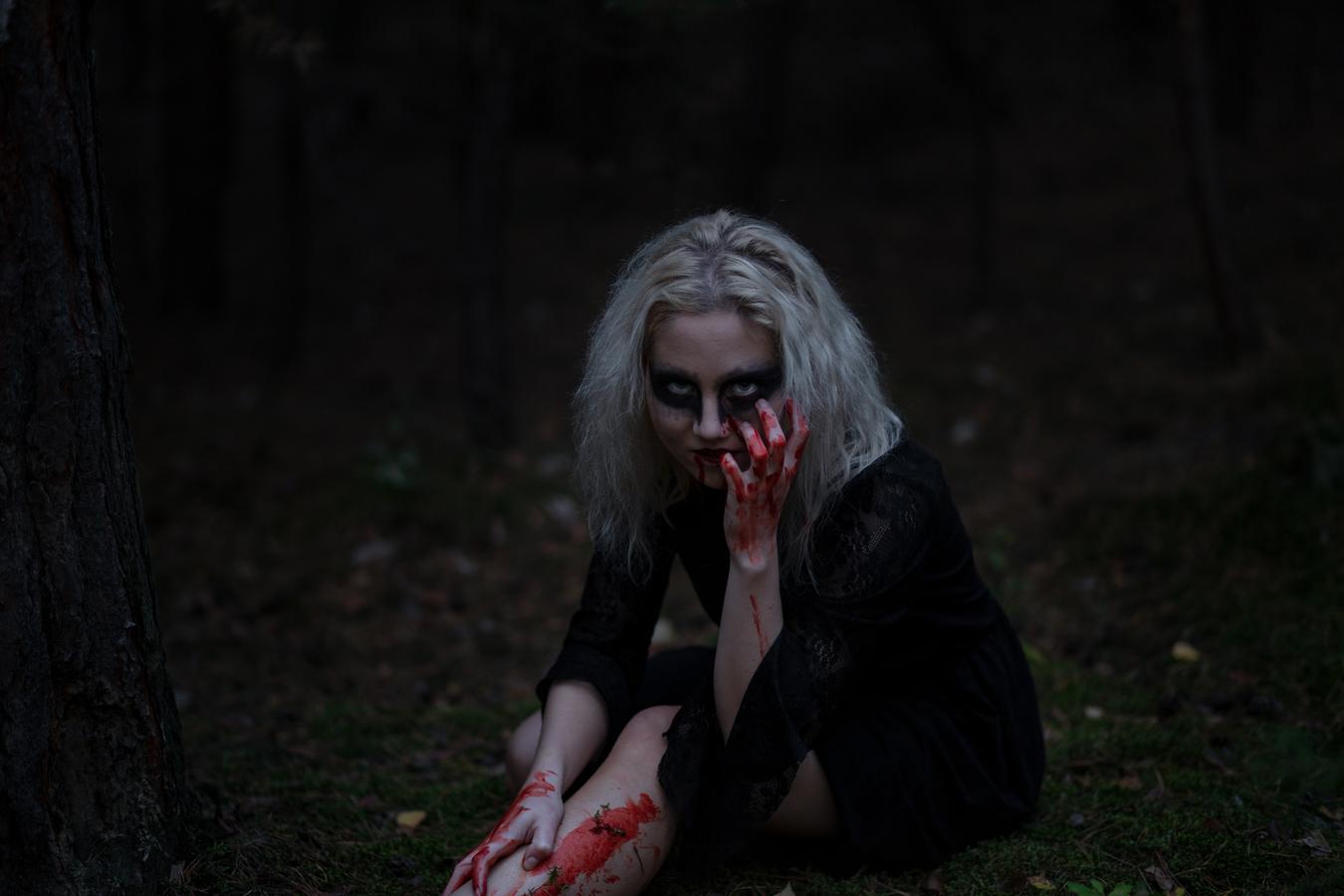 Temná čarodějnice v lese