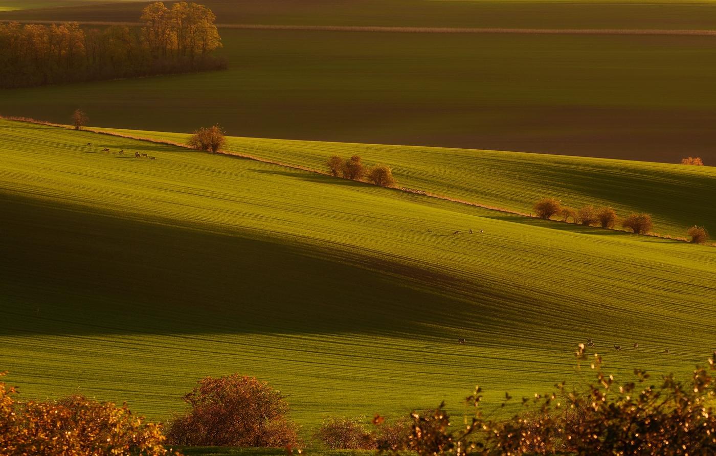 Západ slunce na neskutečném místě v naší krajině