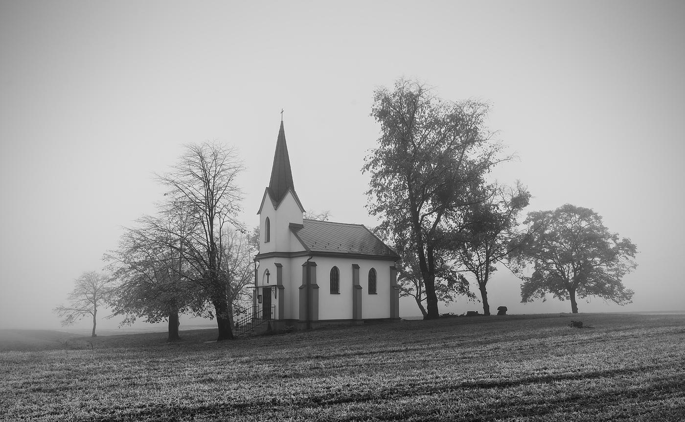 Opředená mlhou