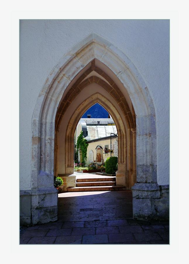 Kostelem