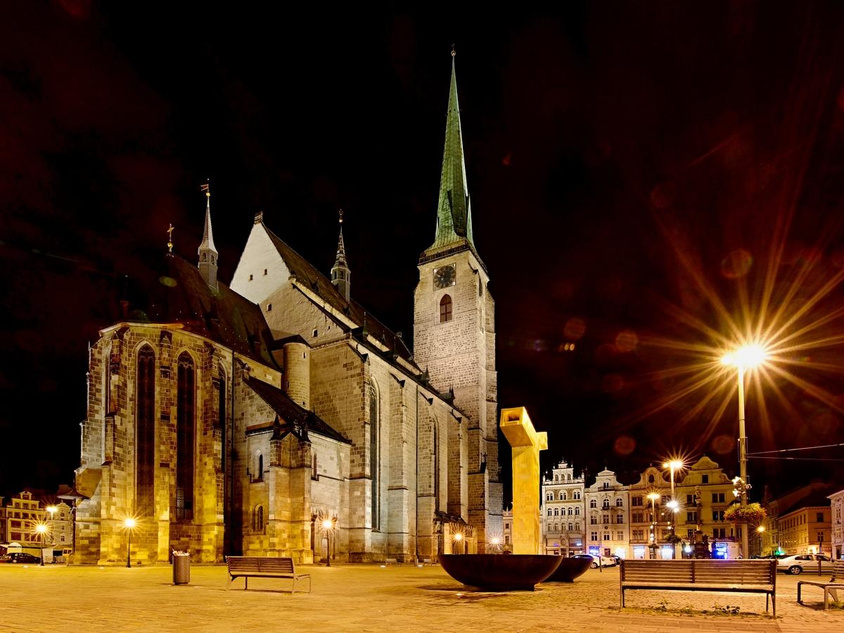 Pocta Plzni: půlnoční Náměstí Republiky