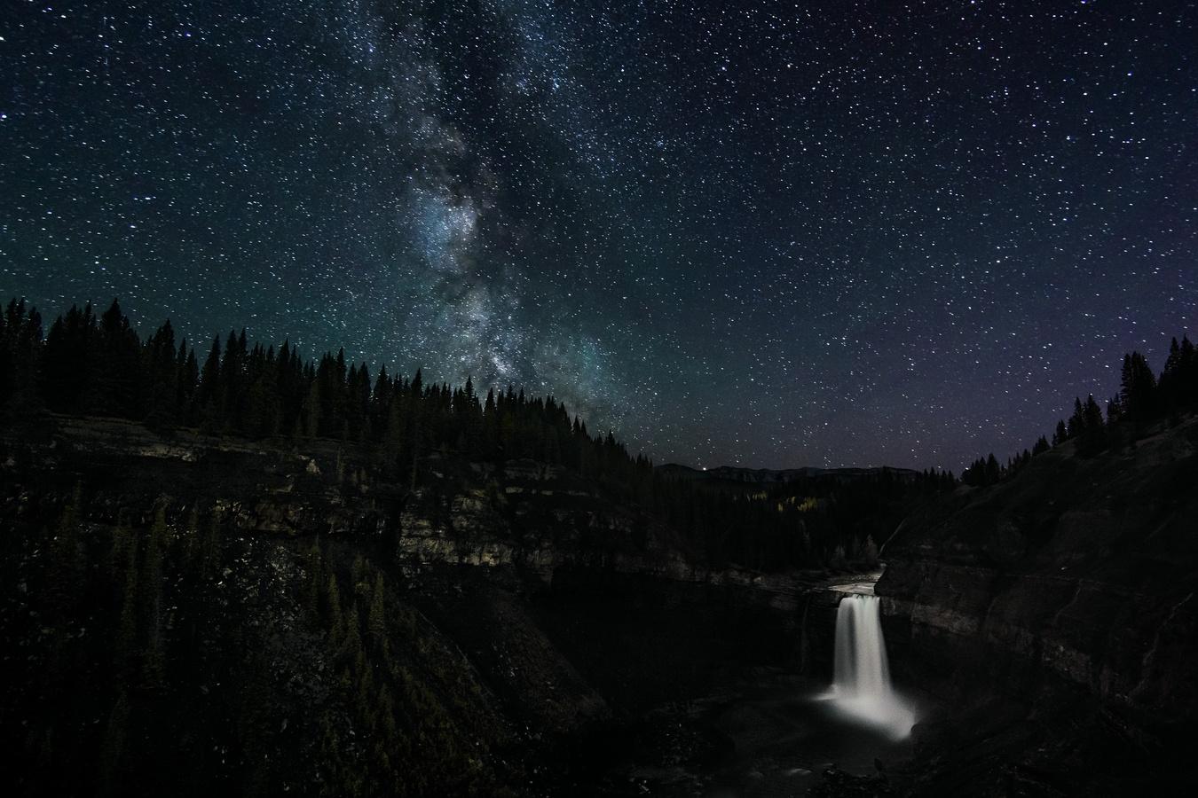 Noční vodopád