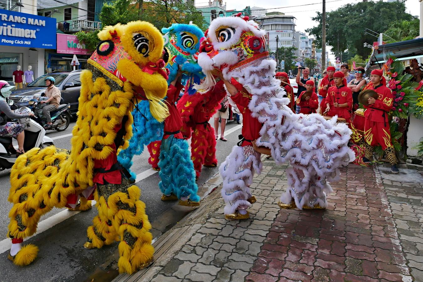 Draci v ulicích císařského města Hue