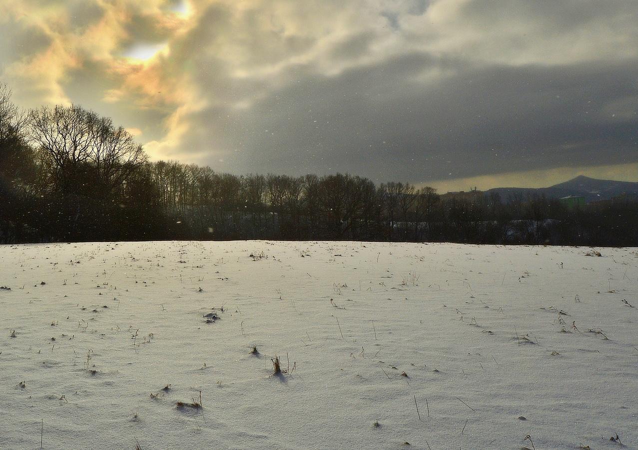 -8,drobně sněžilo
