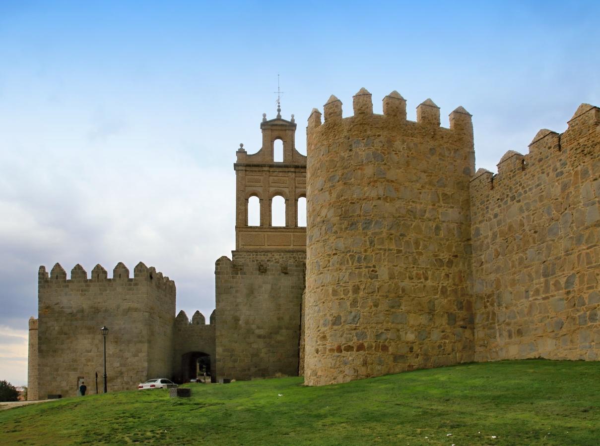 Španělsko - hradby města Avily