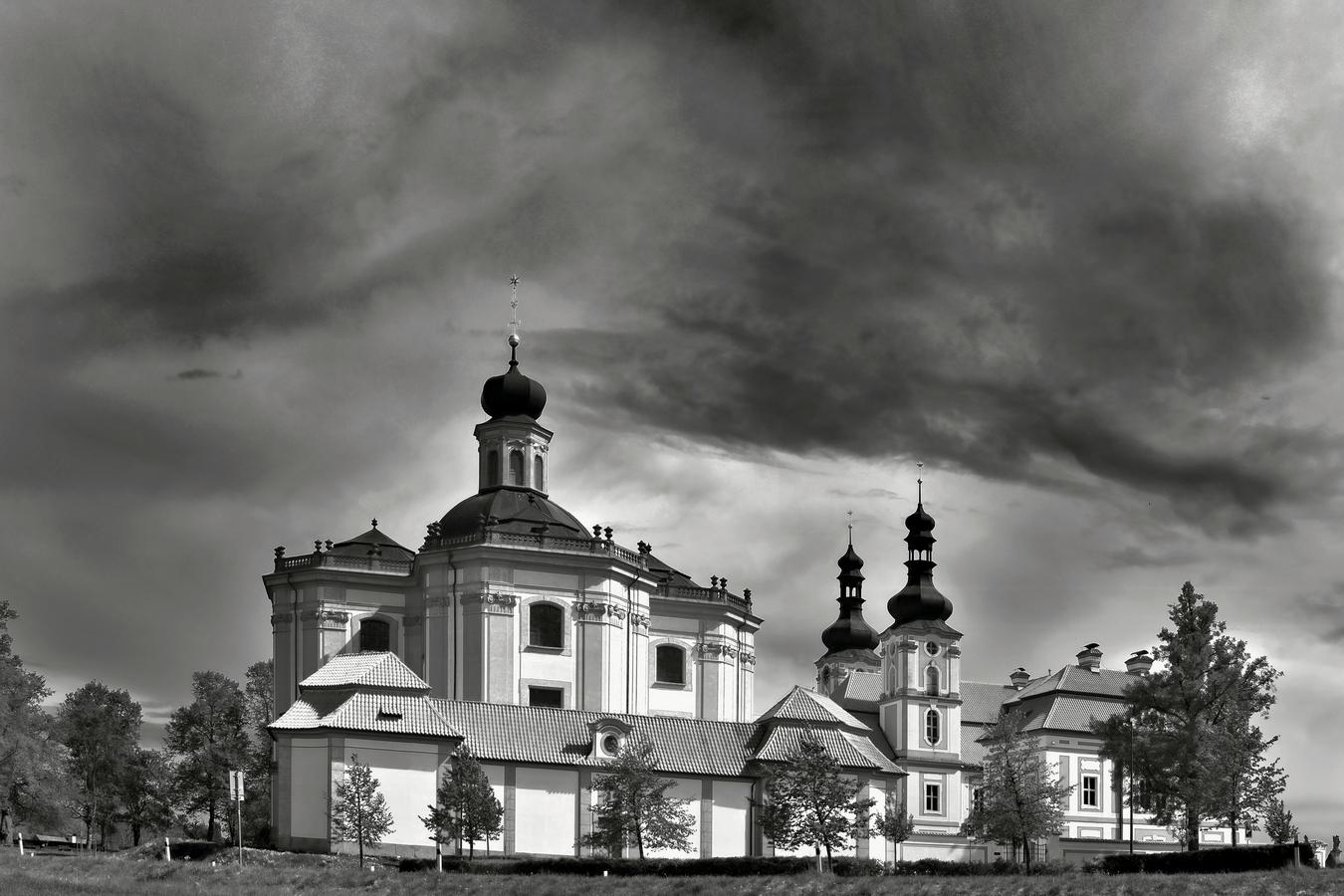 Mariánská Týnice před bouří...