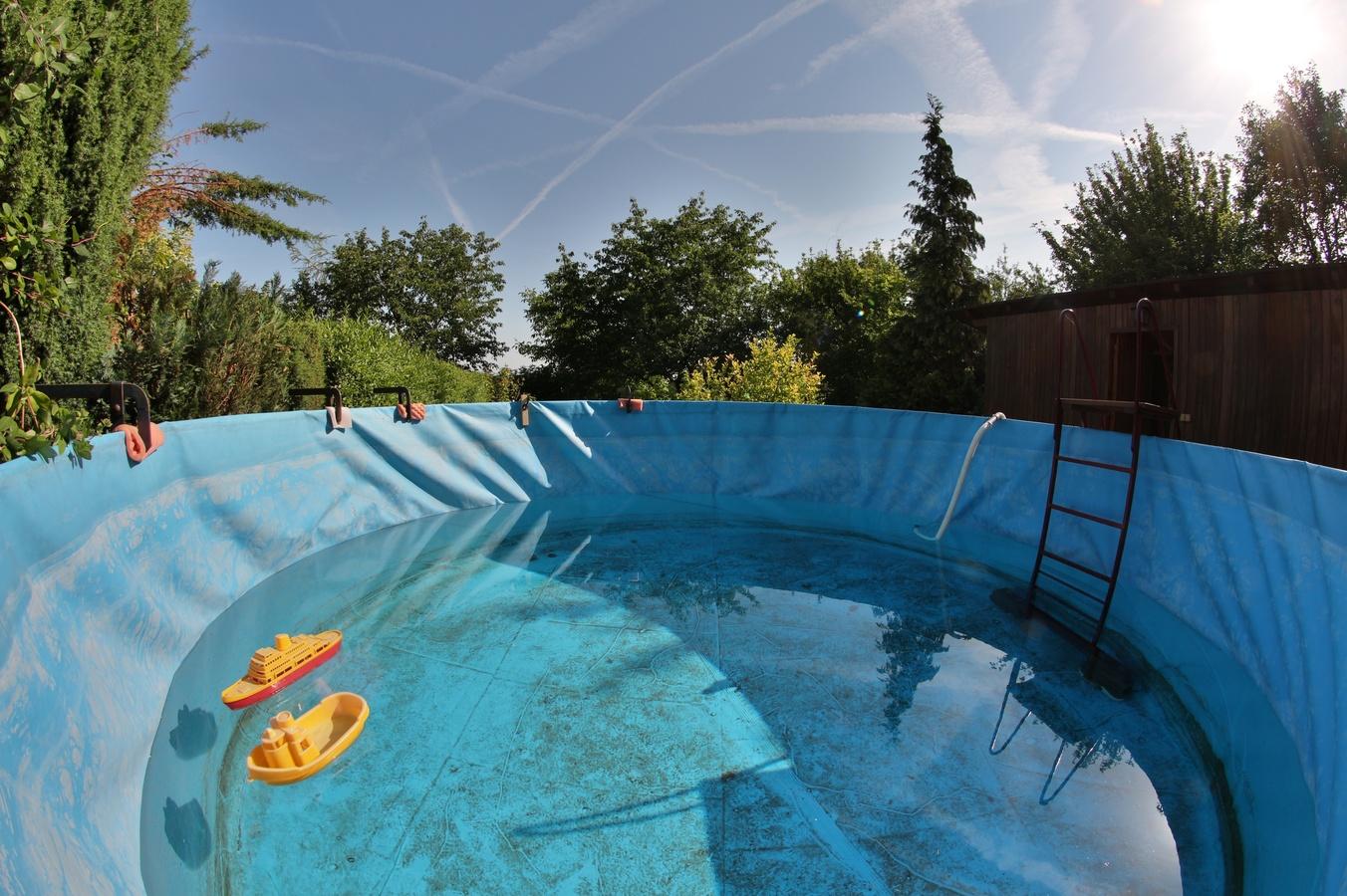 Napouštění bazénu