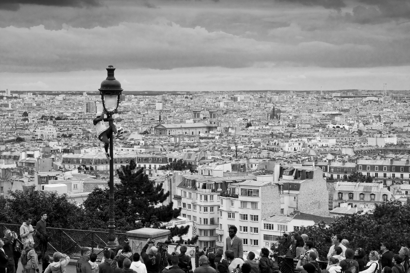Představení pod Sacré-Coeur