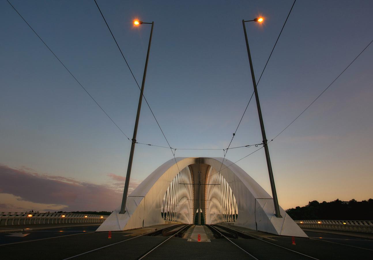 Trojský most před východem slunce
