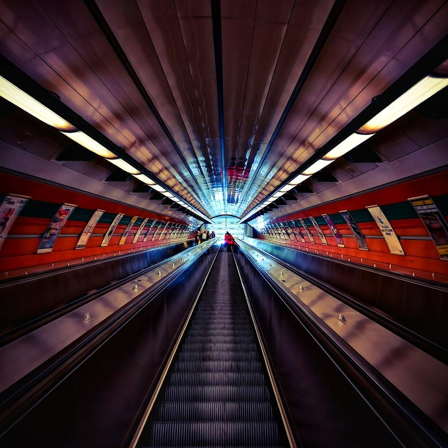 Na eskalátorech