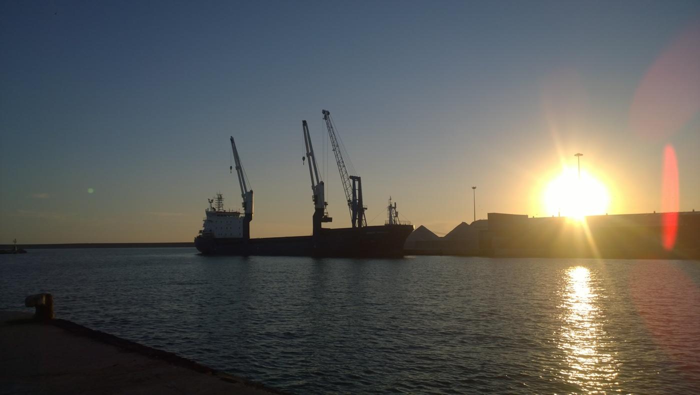 Západ v přístavu