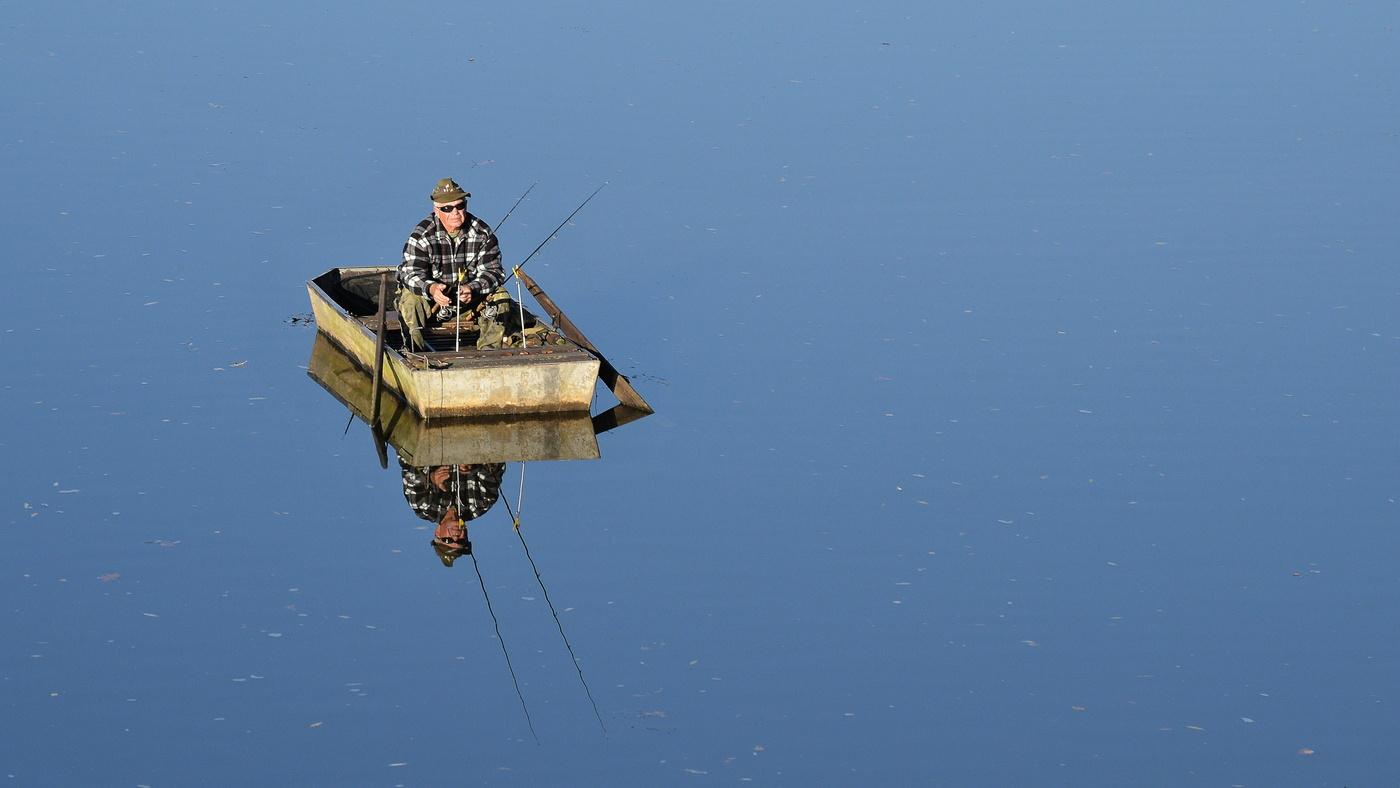 Rybář na loďce 2