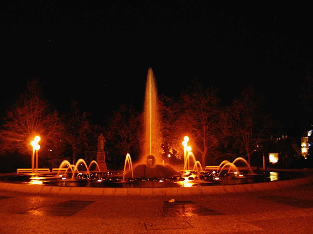 Noční Zpívající fontána