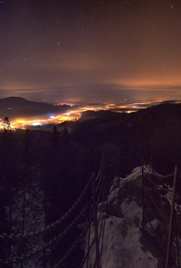 Noční výhled z Čertových kamenů