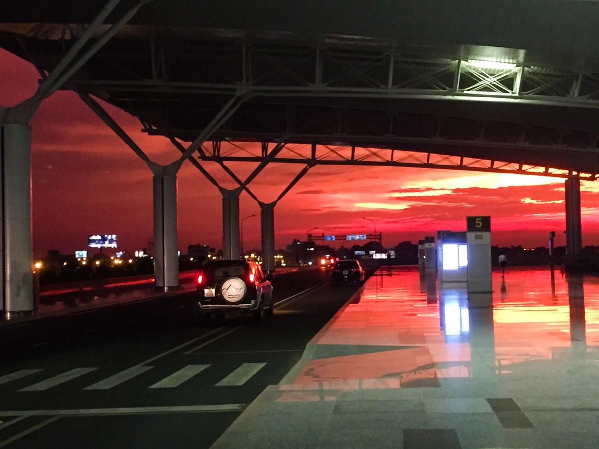 Letiště Noi Bai, Hanoi, Nad Rudou řekou