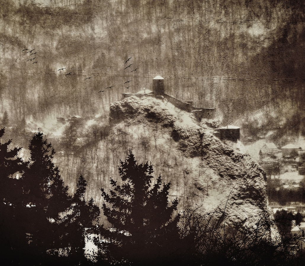 Dravci nad hradem