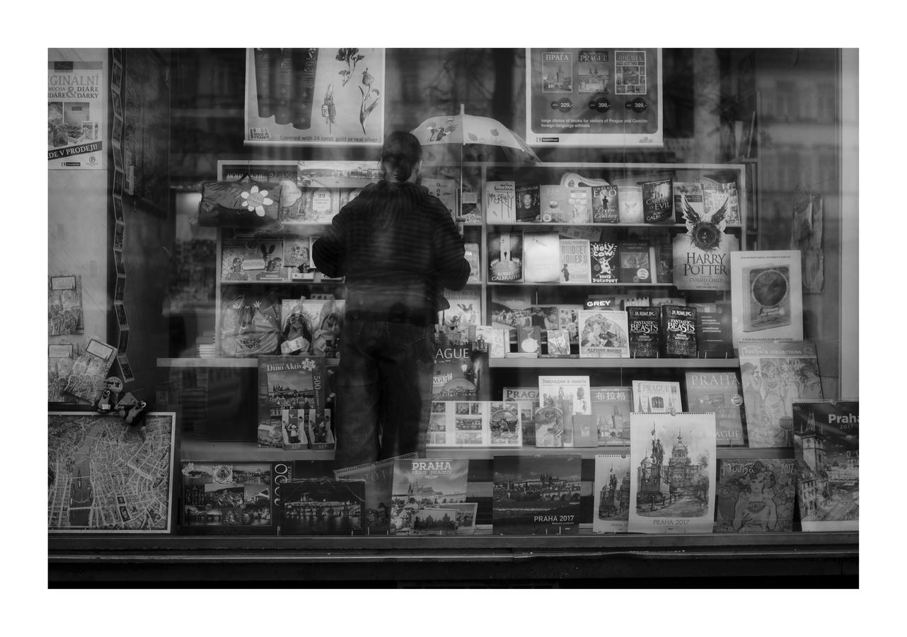 Mezi sklem a knihami