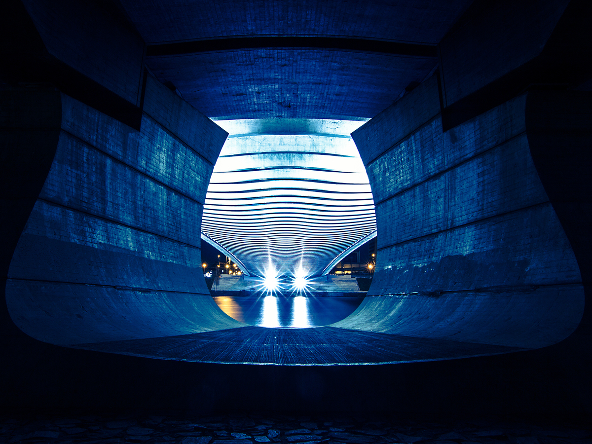 Symetrie Trojského mostu