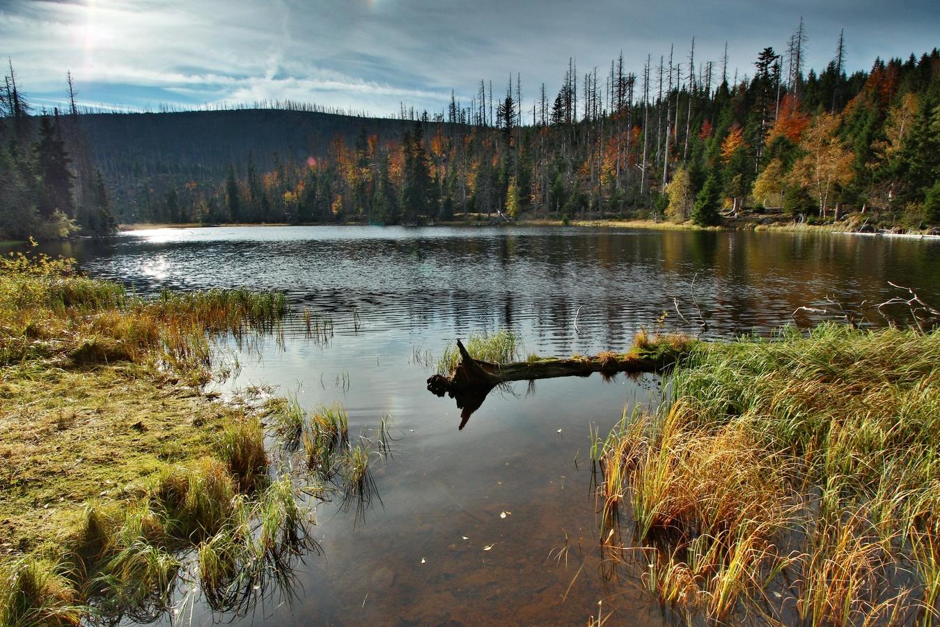 Jezero Laka v podzimním hávu