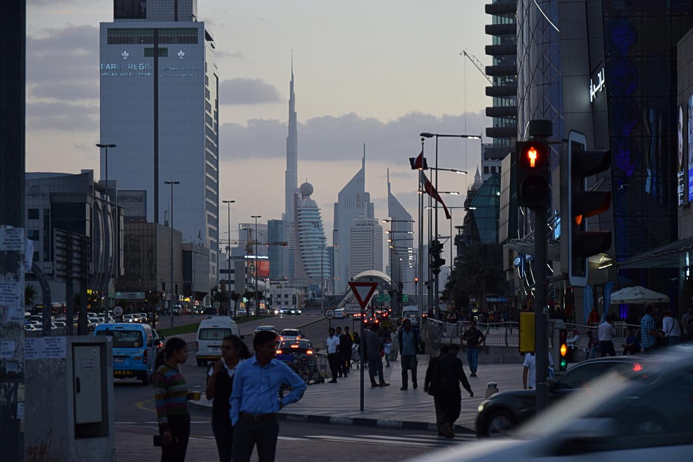 Soumrak nad Sheikh Khalifa Bin Zayed st.