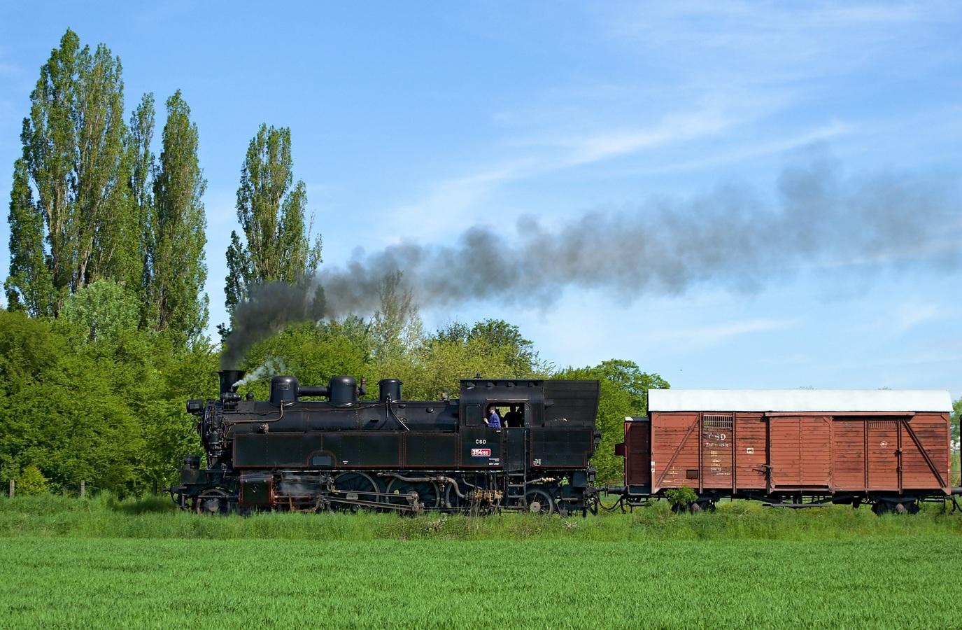 ...parní lokomotíva...
