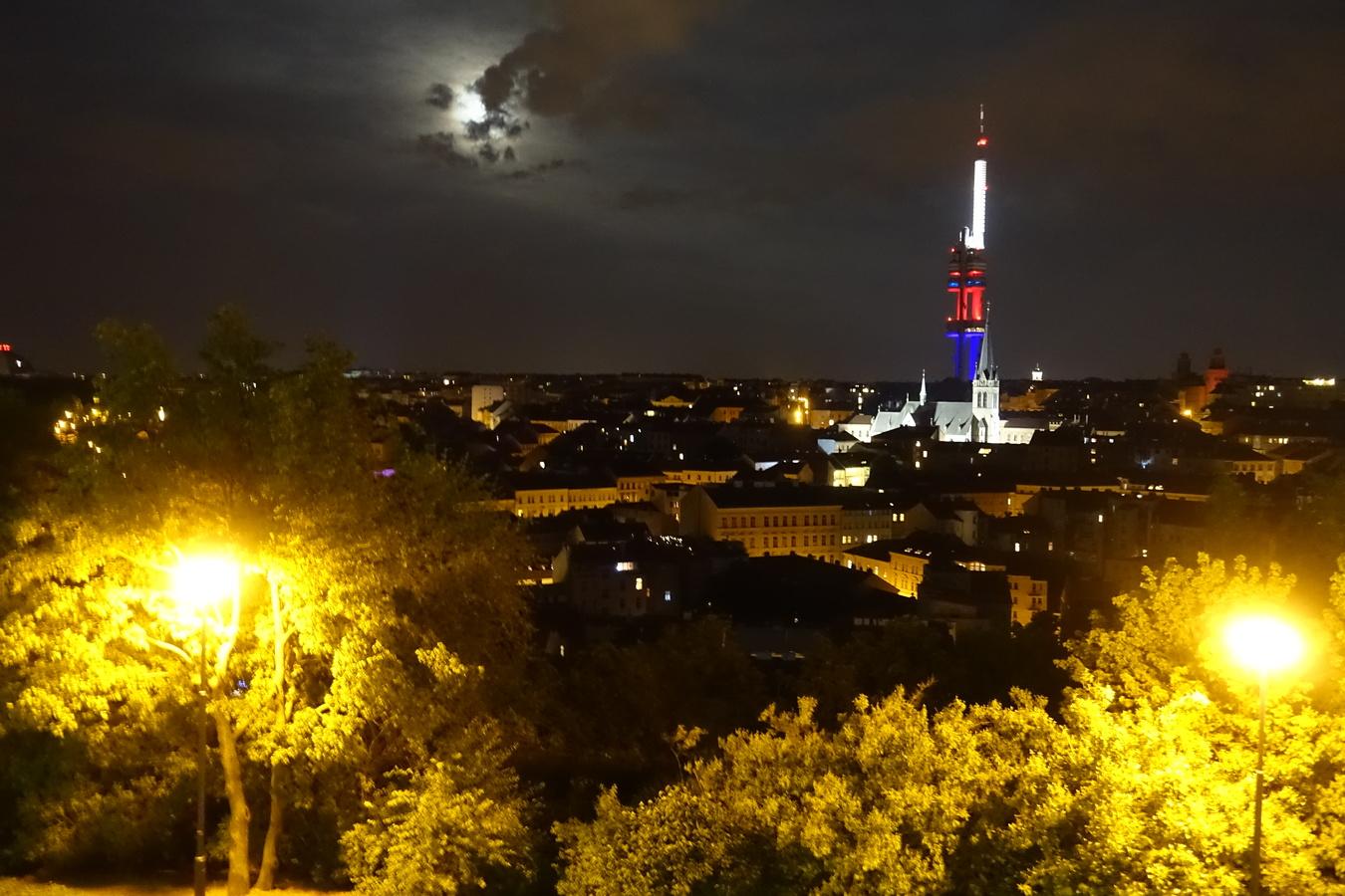 Noční Žižkov s TV věží