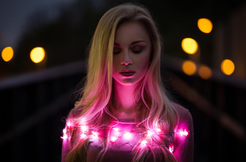 spoutaná světlem