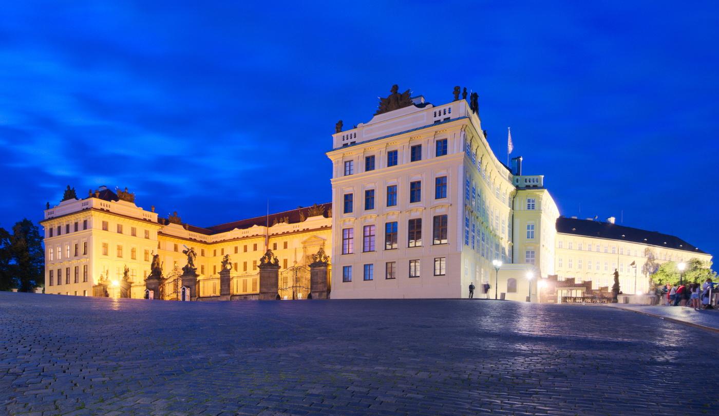 Hrad z kraje náměstí