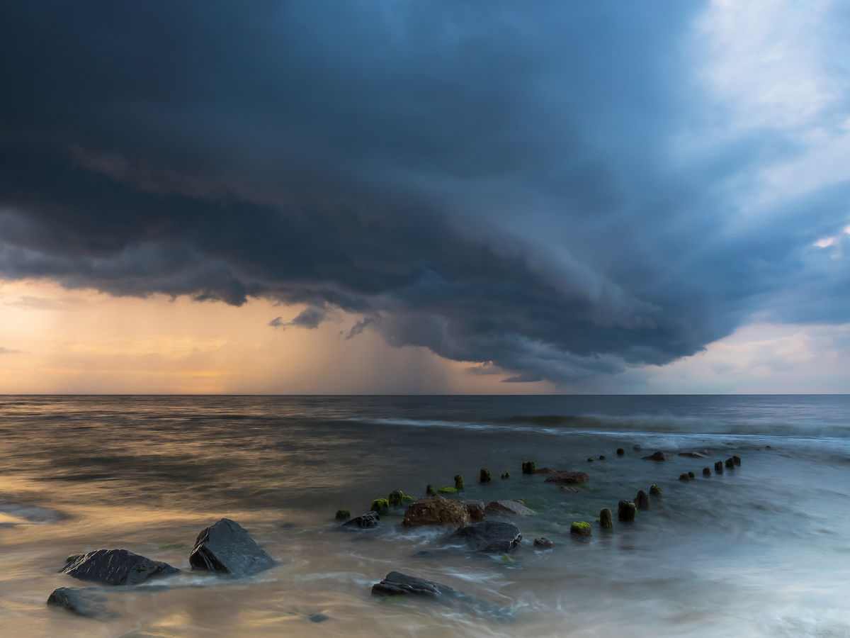bouře na obzoru