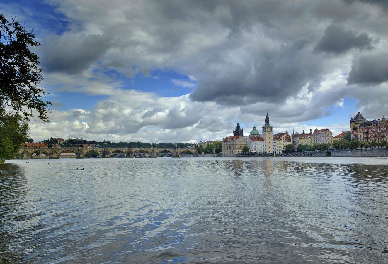Oblaka nad Vltavou