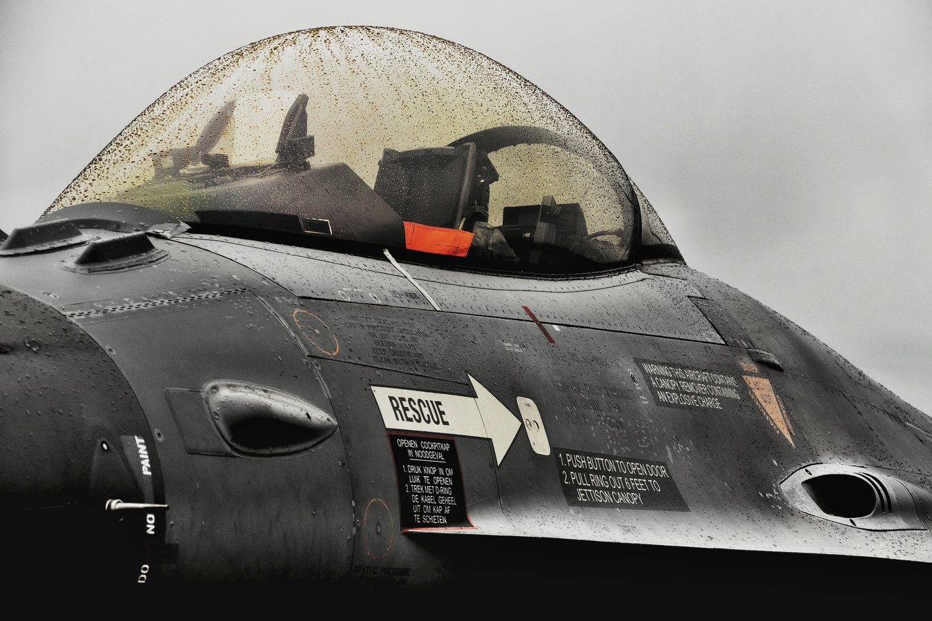 Déšť na Dnech NATO a zmoklý kokpit F16
