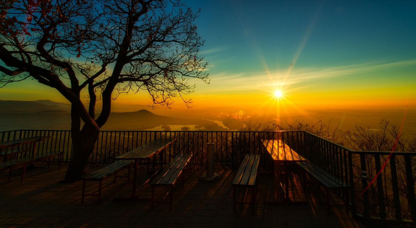 Východ slunce na Lovoši