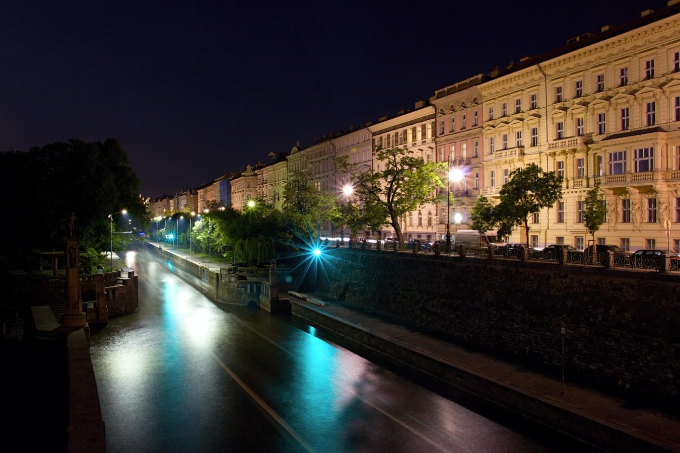 Noční provoz na Vltavě