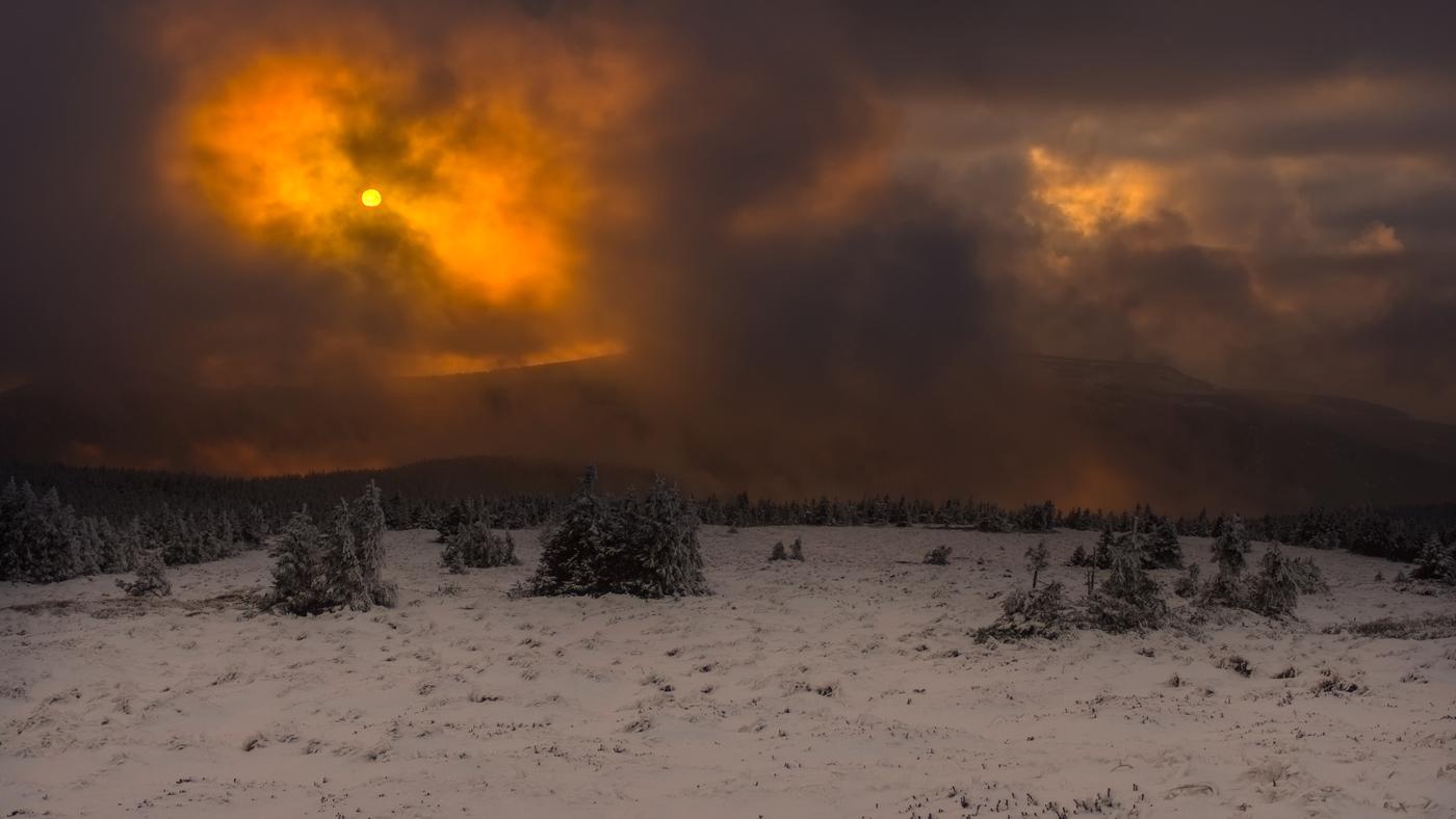 Hory v plamenech