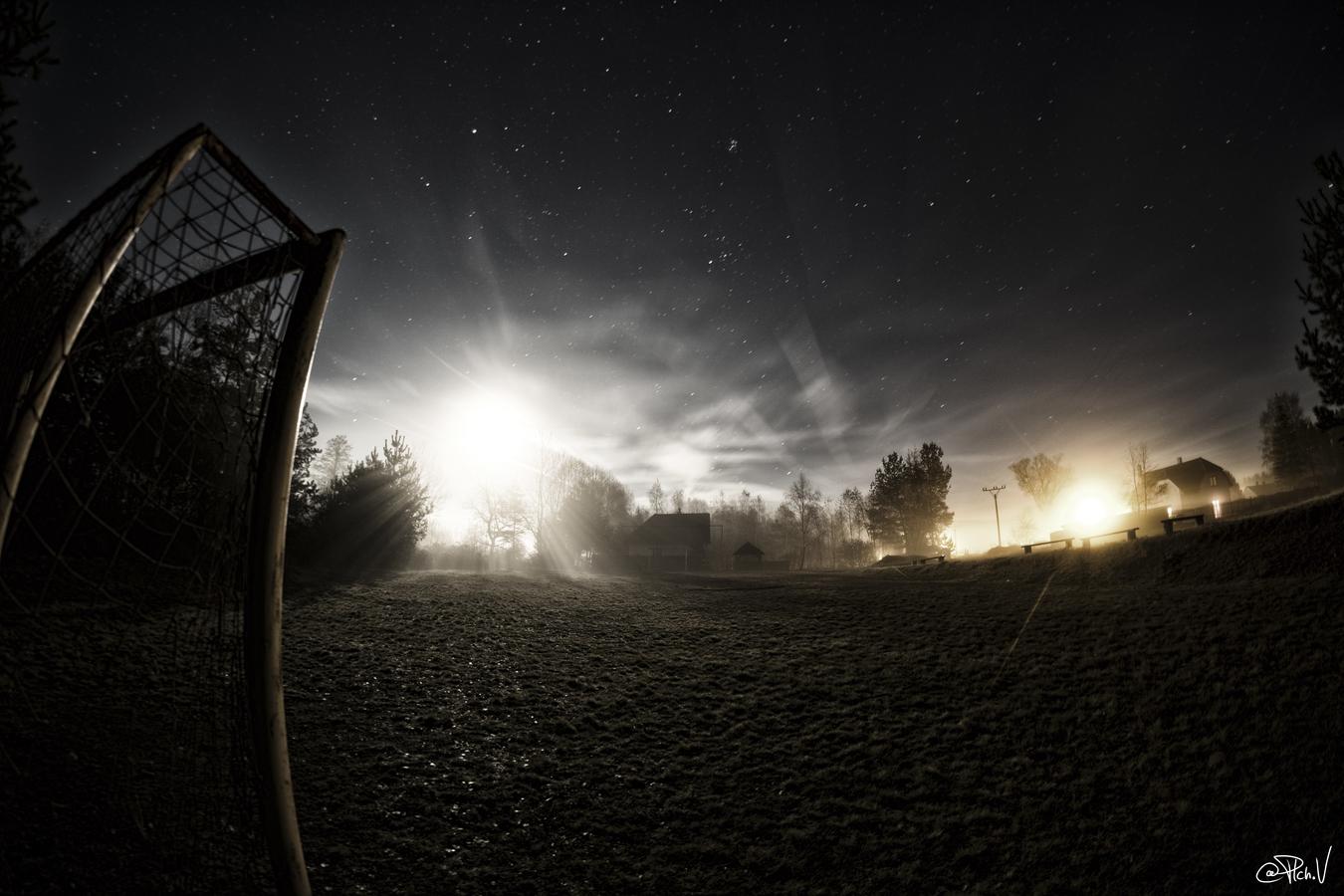 Noc na hřišti...