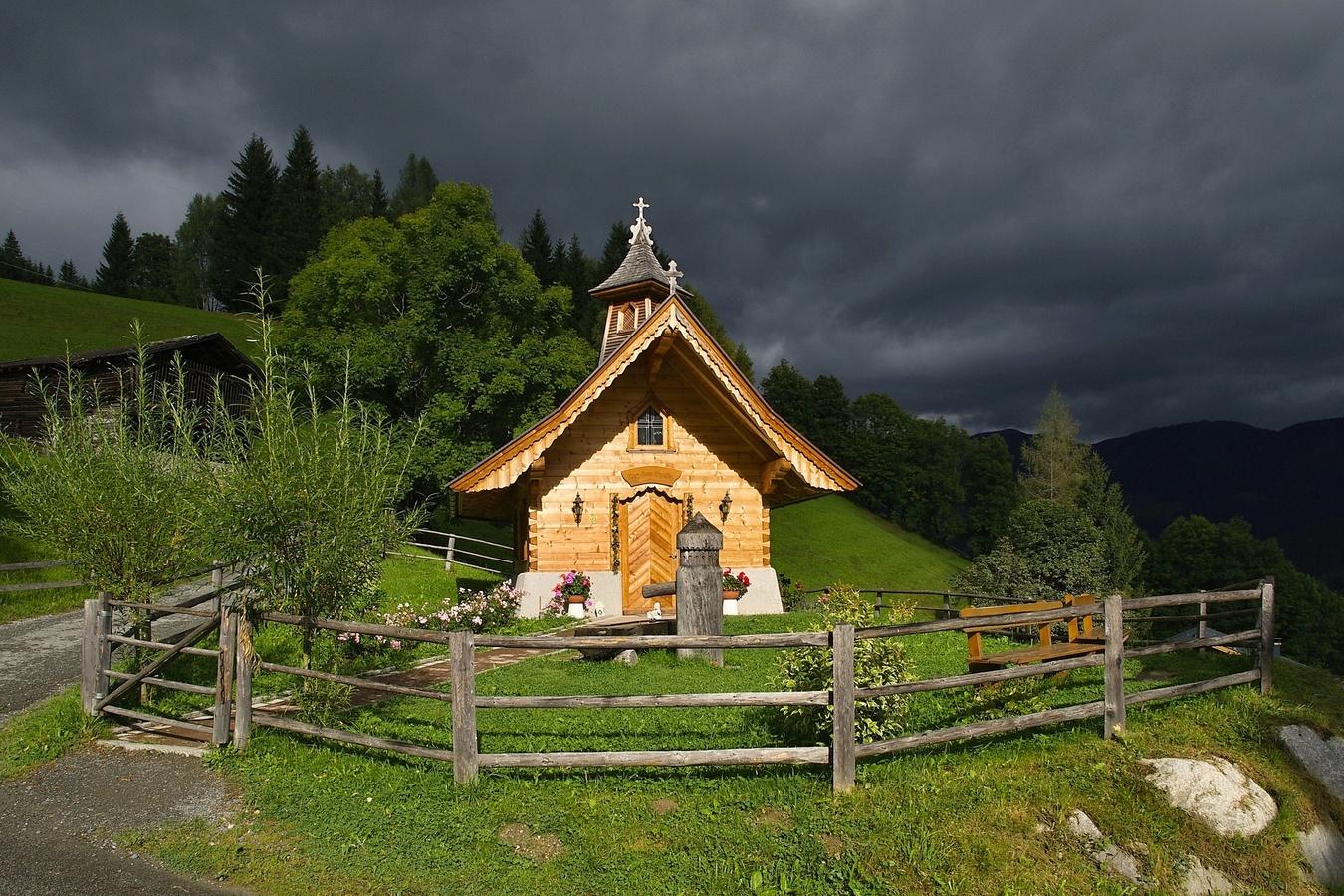 Alpský kostelík