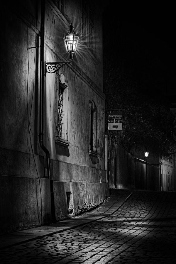 Noční uličkou