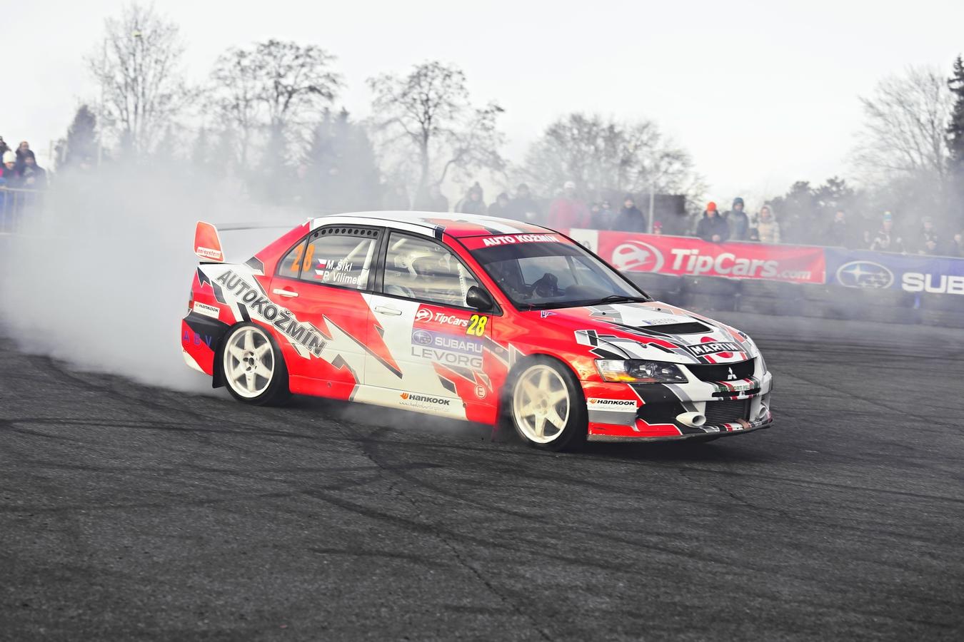 Zahřívání pneu...