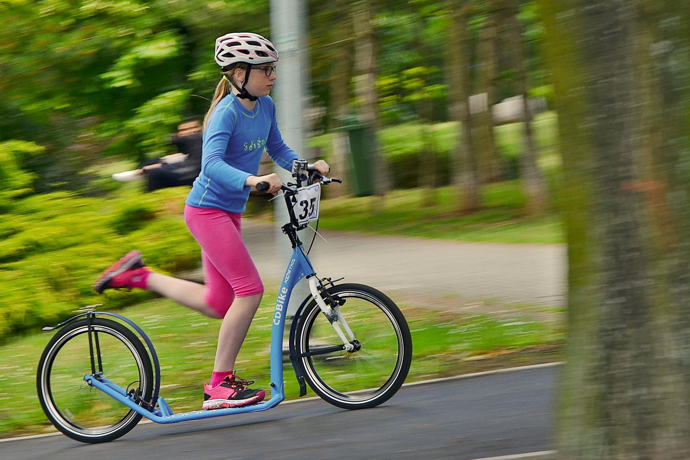 Dětská bezstarostná jízdní elegance (trhněte si páprdové)...(uvolněte místo)...
