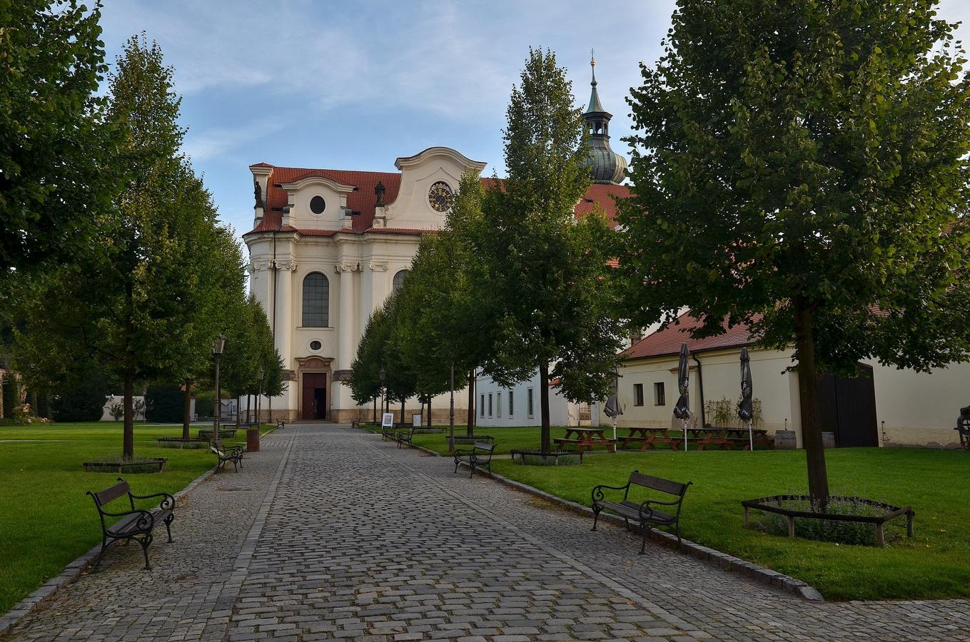 V areálu Břevnovského kláštera II