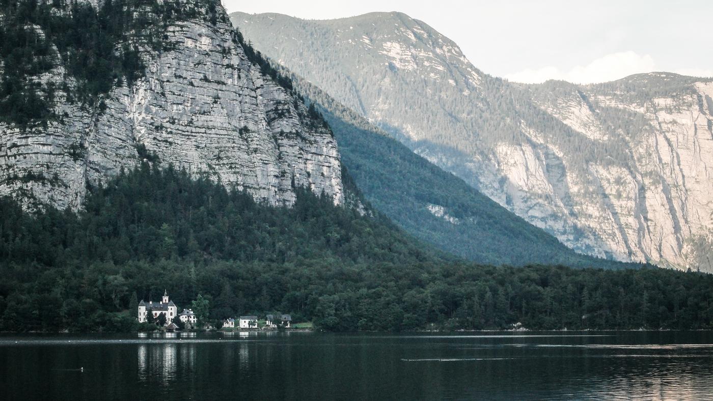 Na druhé straně jezera
