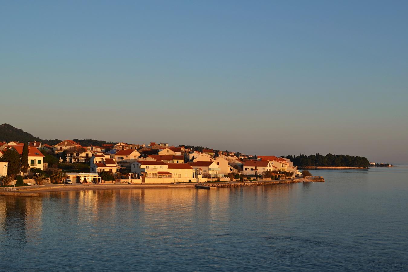 ráno  v prístave..(ostrov pašman)