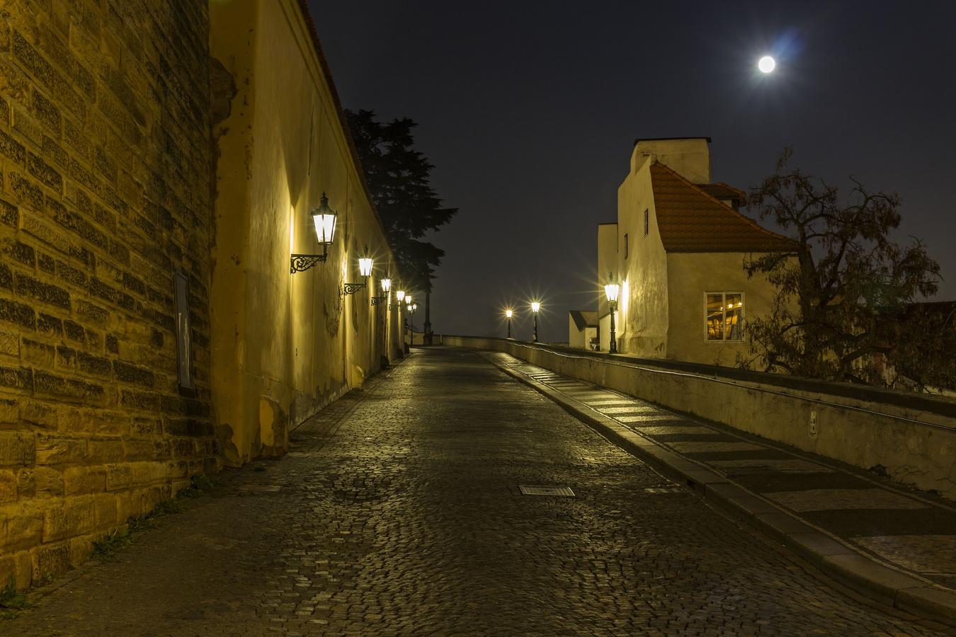 Ulica k hradu.....