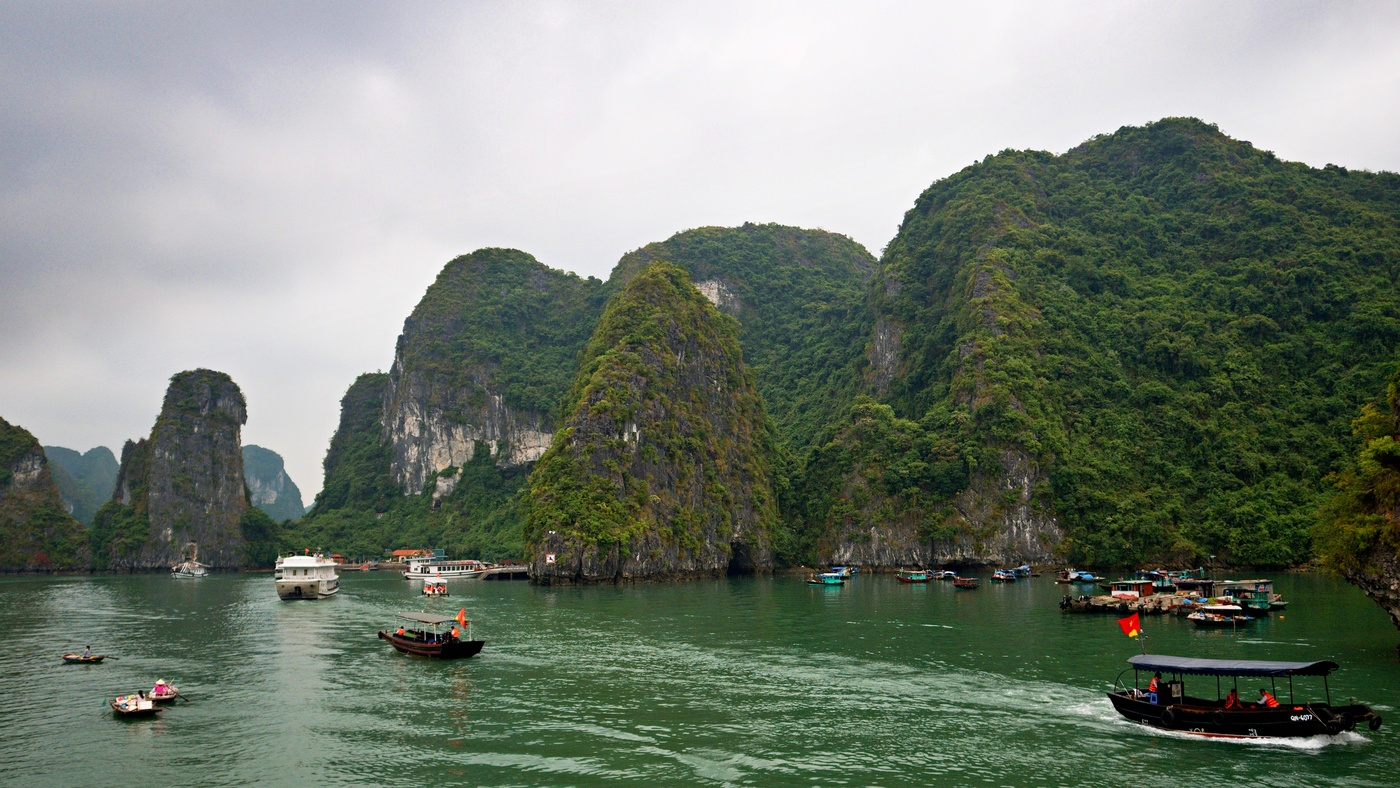Zátoka Ha Long v Jihočínském moři