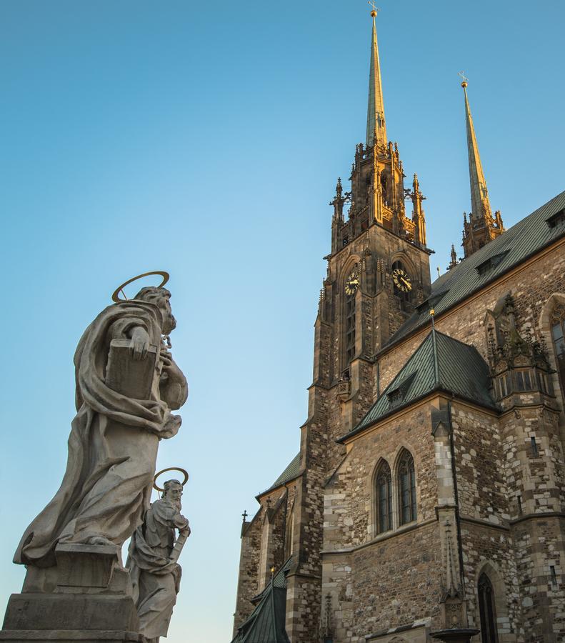 Petr a Pavel a ich katedrala