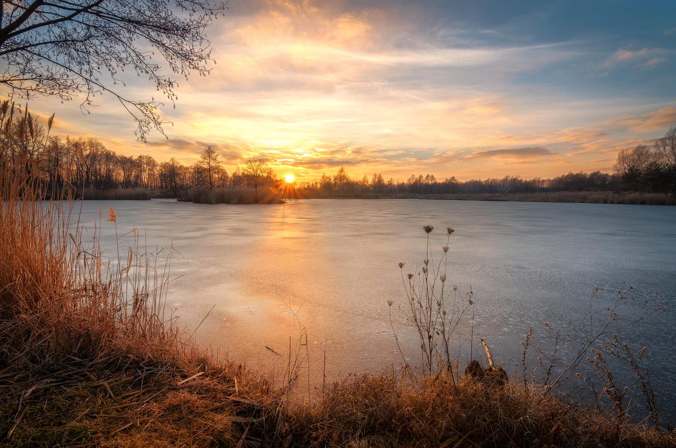 Na zamrznutom rybníku