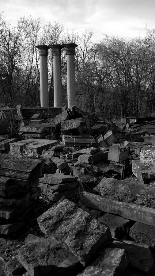 Ruiny hrobky Larisch-Mönnichů
