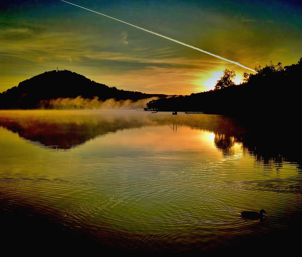 Svítání na Máchově jezeře