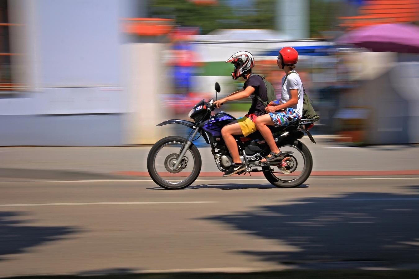 Dva na motorce